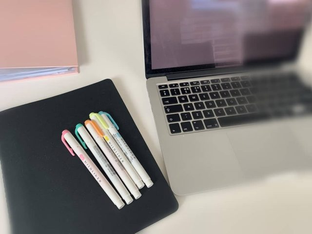When studying it is worth staying organised! Adopt a good filing system for notes and use highlighters to add colour and emphasis to important information!  #oxssgoesonline #studytips #revision